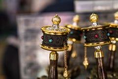 De wielen van het herinneringsgebed in Tibet stock fotografie