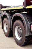 De wielen van de vrachtwagen stock afbeelding