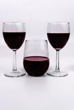 De wijn en de glazen stamden stemless stock afbeeldingen