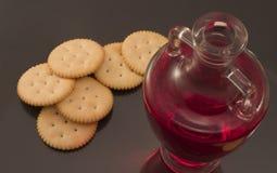 De wijn en het wafeltje van de Heilige Communie Stock Afbeelding
