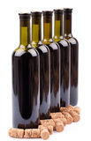 de wijn flessen en kurkt Stock Foto