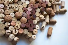 De wijn kurkt inzameling op witte achtergrond royalty-vrije stock foto's