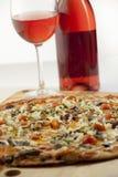 De wijn van de pizza het in paren rangschikken Stock Fotografie