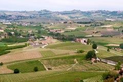 De wijngaarden van landschapslanghe Wijnbouw dichtbij Barolo, Piemonte, Italië, Unesco-erfenis stock afbeeldingen