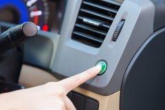 De wijze van de drukknopeco van de handvinger binnen auto Royalty-vrije Stock Foto