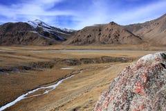 De wilde bergen van Kyrgyzstan Royalty-vrije Stock Fotografie