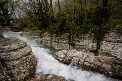 De wilde rivier Georgië van de stroomversnellingstroomversnelling royalty-vrije stock afbeeldingen