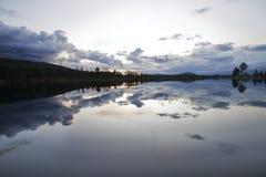 In de wildernis van Zweden na Zonsondergang Stock Foto