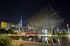De `-Windboom `, een groot metaalbeeldhouwwerk in Auckland, NZ royalty-vrije stock afbeelding