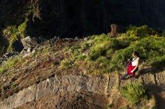 De windende weg van de bergtrekking in Pico do Areeiro, Madera, Portugal Stock Foto's