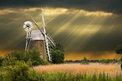 De windmolen van de zonnestraal Stock Afbeelding
