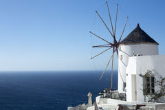De windmolen van Santorini Stock Afbeelding