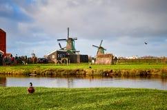 De Windmolenpark van Zaanseschans, Nederland stock afbeeldingen
