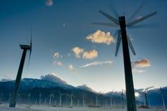 De windmolens leiden tot Elektriciteit Stock Afbeelding