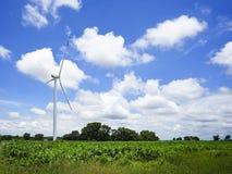 De windturbine op het graangebied Royalty-vrije Stock Afbeeldingen