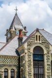 De windwijzer versiert de bovenkant van dit gerechtsgebouw van provincie Stock Afbeeldingen