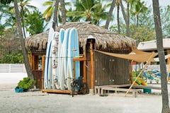 De winkel van de brandingshuur op Kona-strand op het Grote Eiland van Hawaï Stock Fotografie