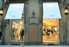 De winkel van de de jonge geitjesmanier van Armani in Italië Stock Foto's