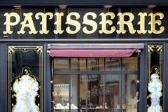 De winkel van de patisseriebakkerij in St Germain, Parijs Frankrijk, vooringangsmening Stock Foto