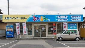 De winkel van de zelfbedieningswasserij stock foto's