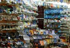 De winkel van het aardewerk in de Grote Bazaar van Istanboel stock afbeeldingen