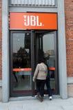 De winkel van Jbl bij straat Han Stock Fotografie