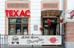 De winkel van jeans kleedt Texas op Suvorov-straat, Vitebsk, Wit-Rusland Royalty-vrije Stock Foto