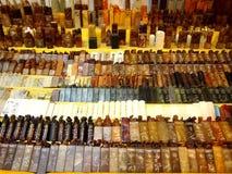 De winkels en de opslag bieden en verkopen een verscheidenheid van lokale herinneringsproducten aan toeristen in Chinatown, Singa Royalty-vrije Stock Fotografie