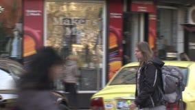 De winkelvensters in het centrum van Bulgaars hoofdsofia stock footage