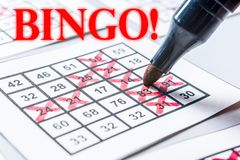 De winst van het spelhuis bij wekelijkse bingo stock foto's