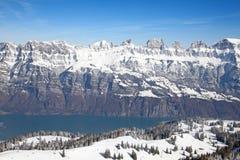 De winter in alpen Stock Afbeeldingen
