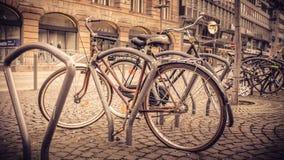 De winter in Berlijn, Duitsland, fietsen op vertoning Stock Foto