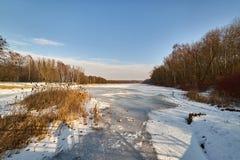 De winter - bevroren meer, Rogoznik, Polen royalty-vrije stock afbeelding