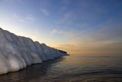 De winter bij de kust stock afbeelding