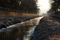 De winter bij de rivier stock afbeelding