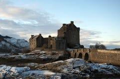 De winter bij het Kasteel van Eilean Donan Stock Fotografie