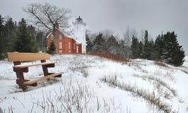 De winter bij het puntvuurtoren van 40 Mijl, Michigan de V.S. Stock Foto