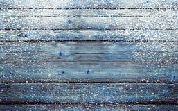 De winter blauwe achtergrond met sneeuw Stock Foto's