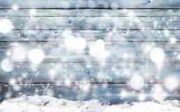 De winter blauwe achtergrond met sneeuwvlokken Stock Afbeelding