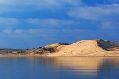 De winter, de Zilveren Duinen van het Zand van het Meer Stock Foto