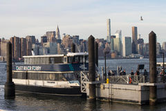 2017 de Winter een landschap-mening van Manhattan van Brooklyn Stock Foto