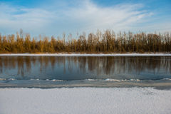 De winter en Rivier stock foto's