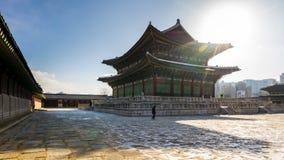 De winter in Gyeongbok-Paleis in de stad van Seoel, de tijdtijdspanne van Zuid-Korea stock videobeelden