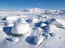 De winter in het Noordpoolgebied - ijs, overzees, bergen, gletsjers - Spitsbergen, Svalbard Stock Fotografie