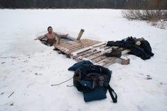 De winter het zwemmen Stock Afbeeldingen