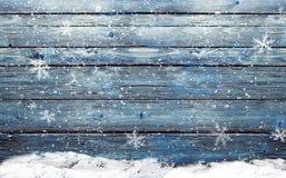 De winter houten achtergrond met sneeuw Stock Foto