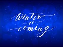 De winter is Komende Hand het Van letters voorzien Inschrijving Stock Foto's