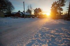 De winter landelijk landschap bij zonsondergang Stock Fotografie