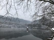 De winter in Lulin-meer-Sneeuw scène in Onderstel Lu royalty-vrije stock afbeeldingen