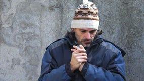 De winter mannelijk portret stock videobeelden